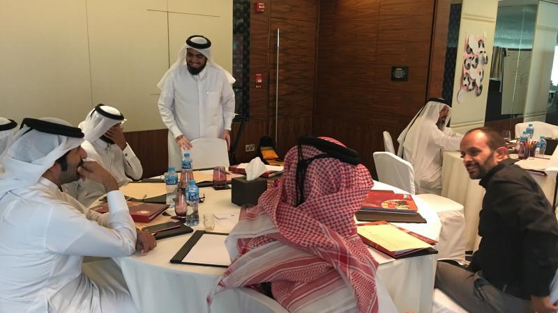 شرح المدرب حسين وإشرافه على المتدربين