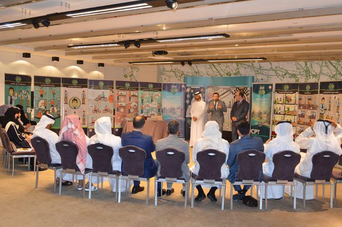الدكتور محمد بحضور كل من المدرب ماجد والمدرب عادل خلال إلقاءه كلمة الختام