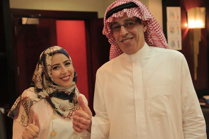 المدرب عبد الرحمن اسماعيل والمدربة مي البنا في صورة تذكارية