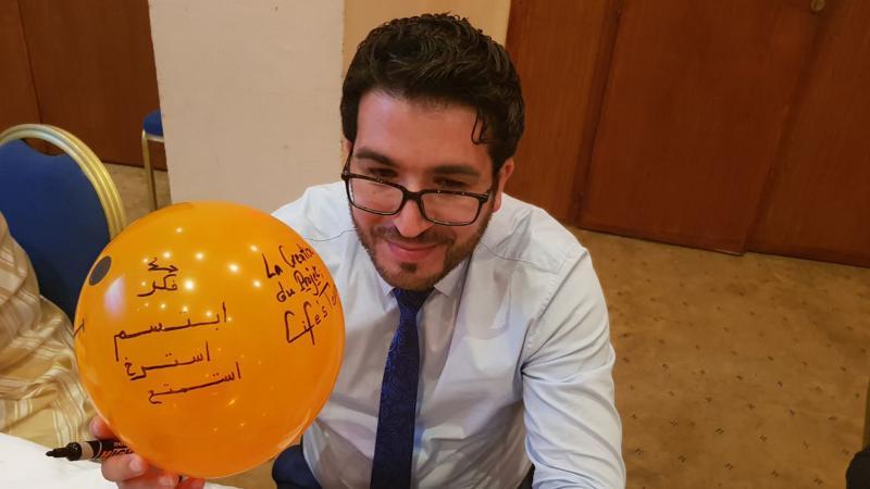 المدرب محمود باي أثناء تنفيذ تمرين
