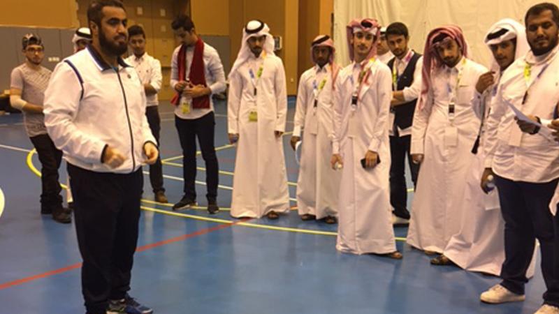 الشرح للمتدربين من قبل المدرب أول حسين السيد