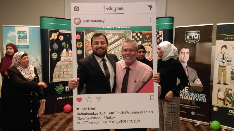 الدكتور محمد بدرة والمحامي عبد الرحيم فقرا في صورة للذكرى في أجواء من المتعة والسرور