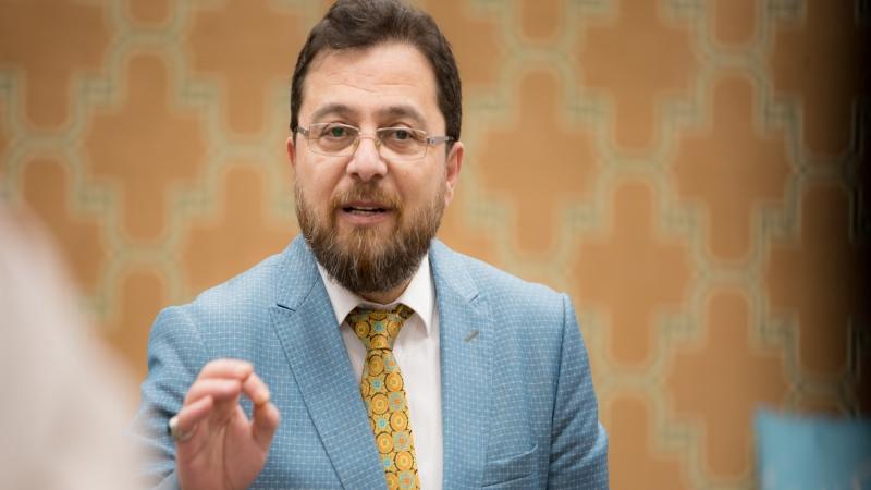 الدكتور محمد أثناء كلمة الختام
