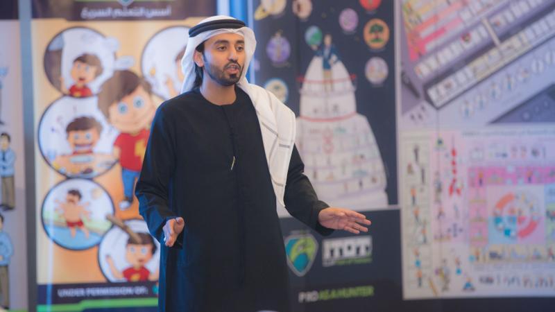 المدرب الخبير ماجد بن عفيف أثناء الشرح والتقديم