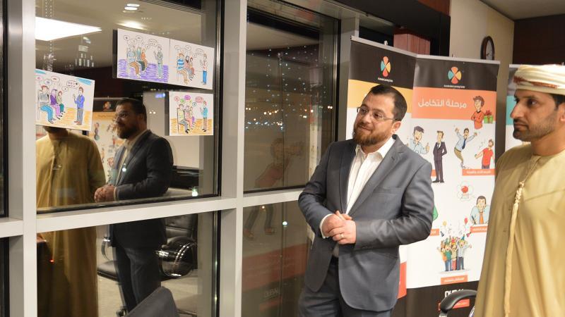 الدكتور محمد أثناء الاجابة على تساؤل أحد المتدربين