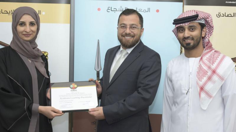الدكتور محمد والمدرب ماجد يسلمان المدربة سمية الشمري شهادة الدورة