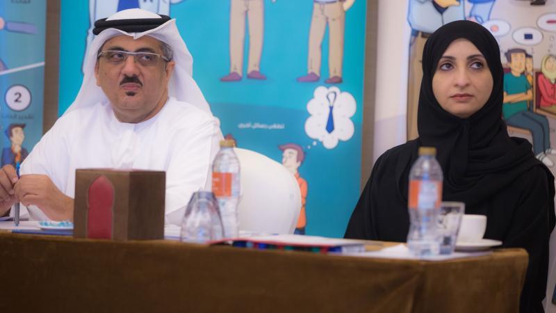 المدربة الخبيرة سمية الشمري والمدرب أول حسين الشاطري أثناء البرنامج التدريبي