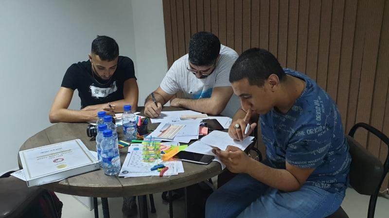 تقسيم المتدربات إلى مجموعات من أجل تنفيذ التمرينات