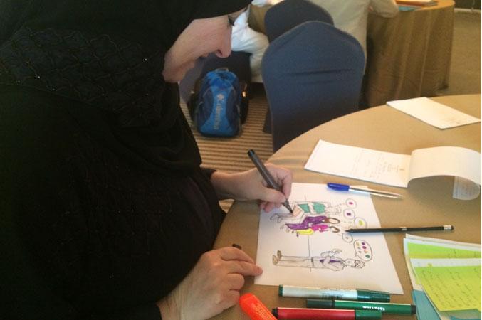 الدكتورة فاطمة أثناء تنفيذ التمرينات