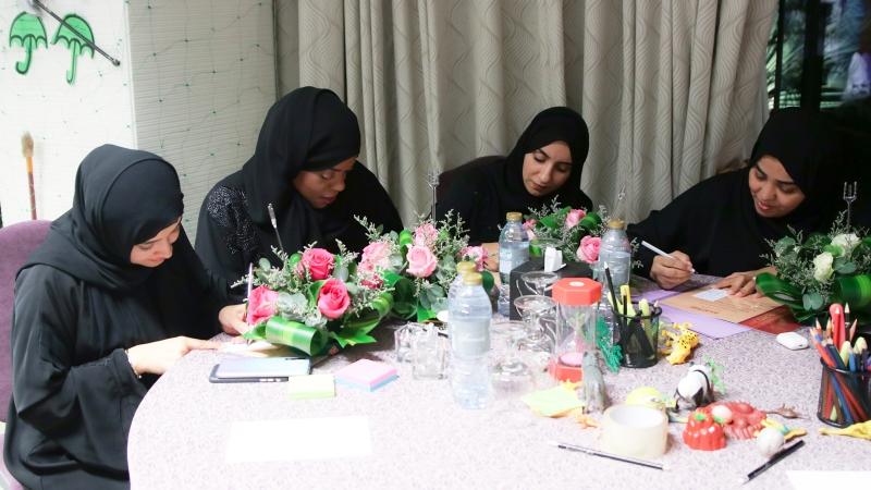 حفل ختام الدورة وتبادل باقات الورد  وكتابة الكلمات المميزة على البطاقات