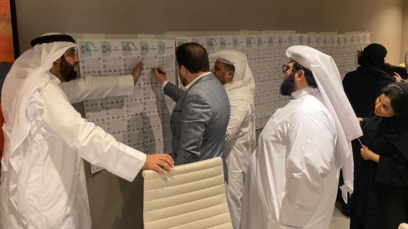 المتدربون أثناء تنفيذ التمرينات وإشراف الدكتو محمد