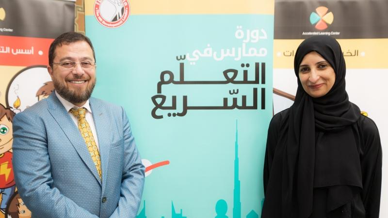 الدكتور محمد مع المدربة سمية الشمري في صورة للذكرى