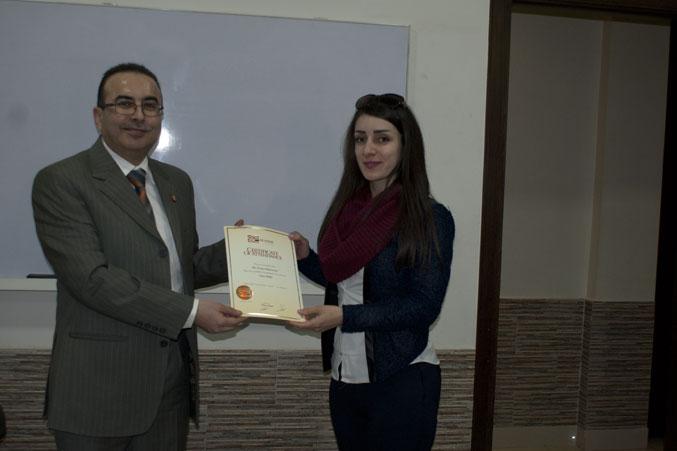 المتدربة  نورا محمود تستلم شهادتها