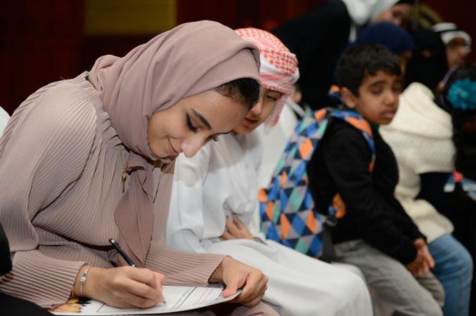 جانب من الحضور وهو يستمع لكلمة الافتتاح وتسجيل الملاحظات والتعليمات