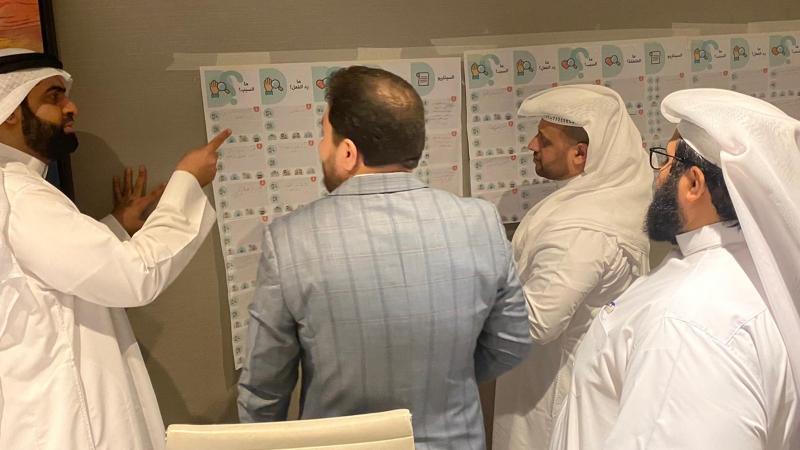 المتدربون أثناء تنفيذ التمرينات وإشراف الدكتور محمد