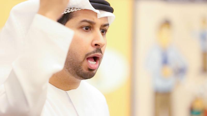 المدرب الإعلامي فيصل بن حريز أثناء الشرح والتقديم