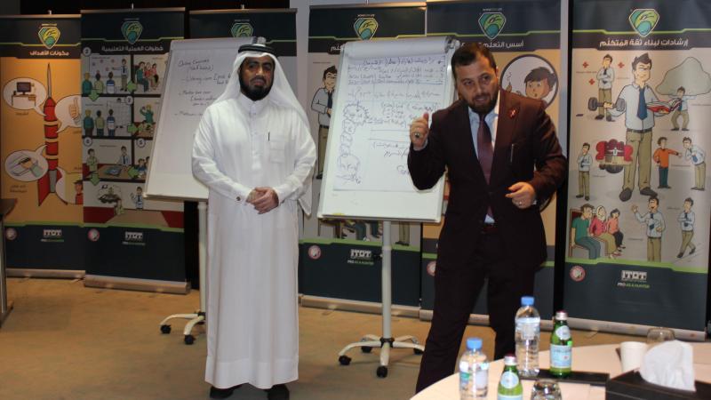 الدكتور محمد أثناء الشرح