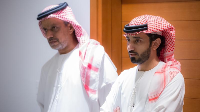 المدرب الخبير ماجد والأستاذ عبد العزيز العلي خلال الاستماع لمحاور الدورة