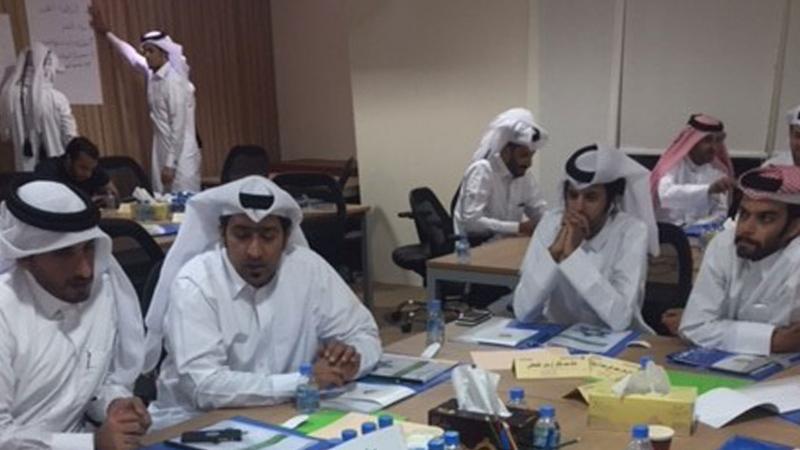 تقسيم المتدربين لمجموعات وتنفيذ تمارين الدورة