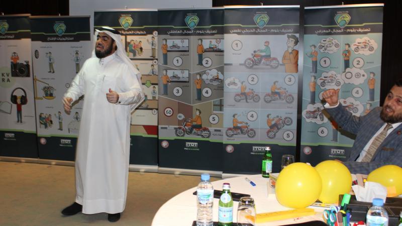 المدرب حسين أثناء إلقائه كلمة الختام