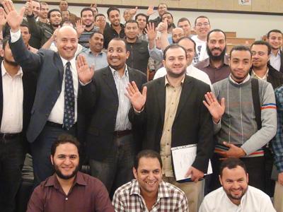 """قطر - الدوحة: اختتام دورة """"المقابلة الشخصية وإعداد السيرة الذاتية"""" للمدرب هشام زكي"""