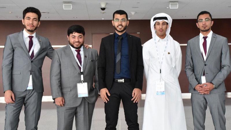 فرق المناظرات في جامعة قطر بقيادة المدرب عبد الله حارس