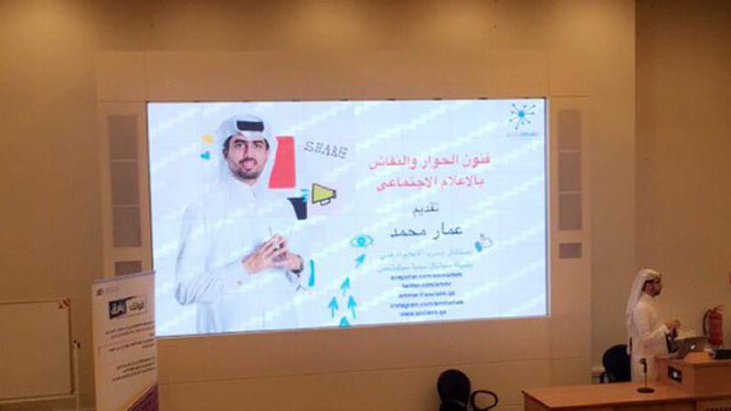 جامعة قطر تستضيف المدرب عمار محمد يقدم محاضرة حول فنون الحوار والنقاش بالاعلام الاجتماعي
