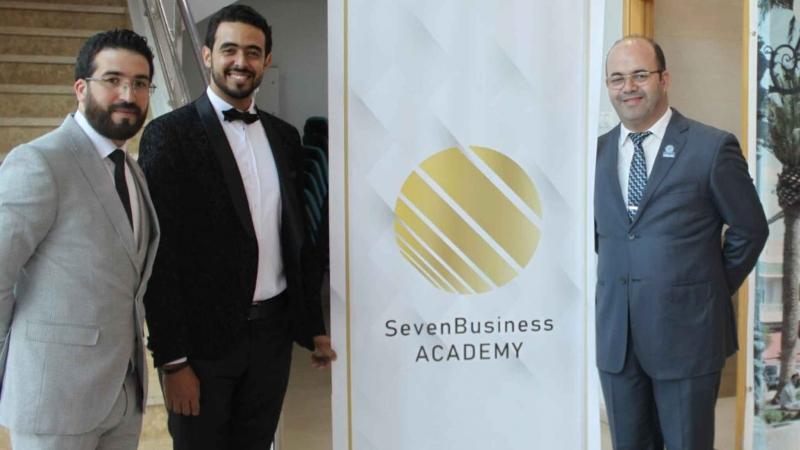 المدرب أول عادل عبادي والمدرب محمود باي في لقاءٍ تدريببي جماهيري بعنوان خطوات مهمة للوصول إلى قمة النجاح