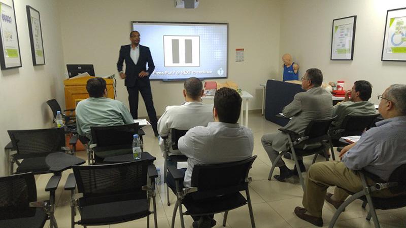 المركز التخصصي الطبي بالرياض في دورة الإنعاش القلبي الرئوي (مستوى متقدم) مع المدرب محمد جاد كريم