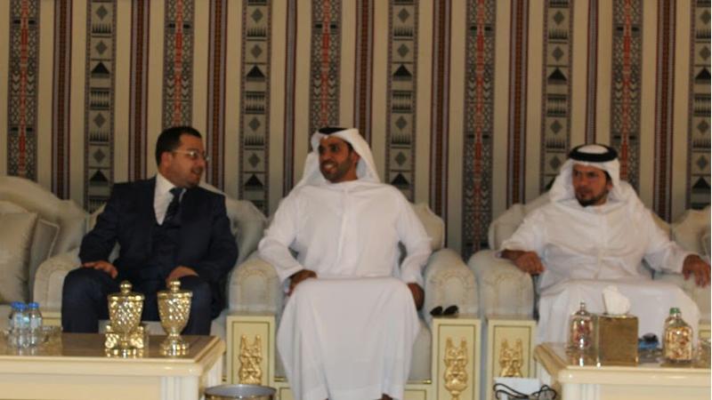 مناقشة خطوات تحقيق الذكاء الاجتماعي والإداري، في مجلس الشيخ سلطان بن محمد بن خالد آل نهيان