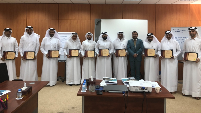 اختتام دورة مهارات إدارية متطورة التي قدمها الدكتور محمد بدرة في الديوان الأميري في الدوحة
