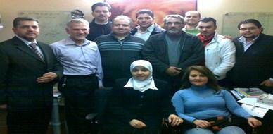 دمشق - سوريا: الطيارون السوريون الجدد يجتمعون عقب تخرجهم من دورة التدريب لمناقشة حركة طيرانهم خلال 2011