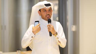 مشاركة المدرب أحمد المالكي بتقديم توصيات للمتدربين في ورشة الكتابة في ٢٧ ساعة