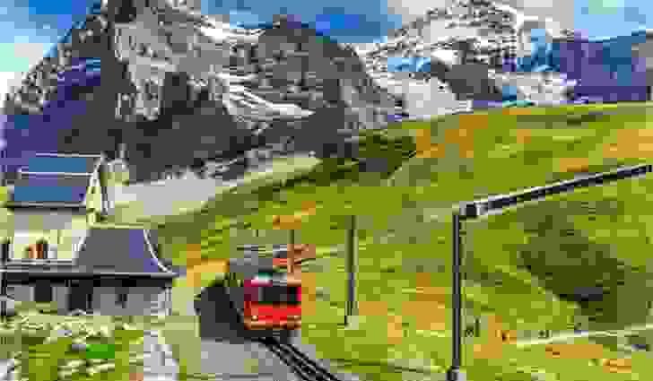 أعلى محطة قطارات في العالم موجودة في سويسرا: