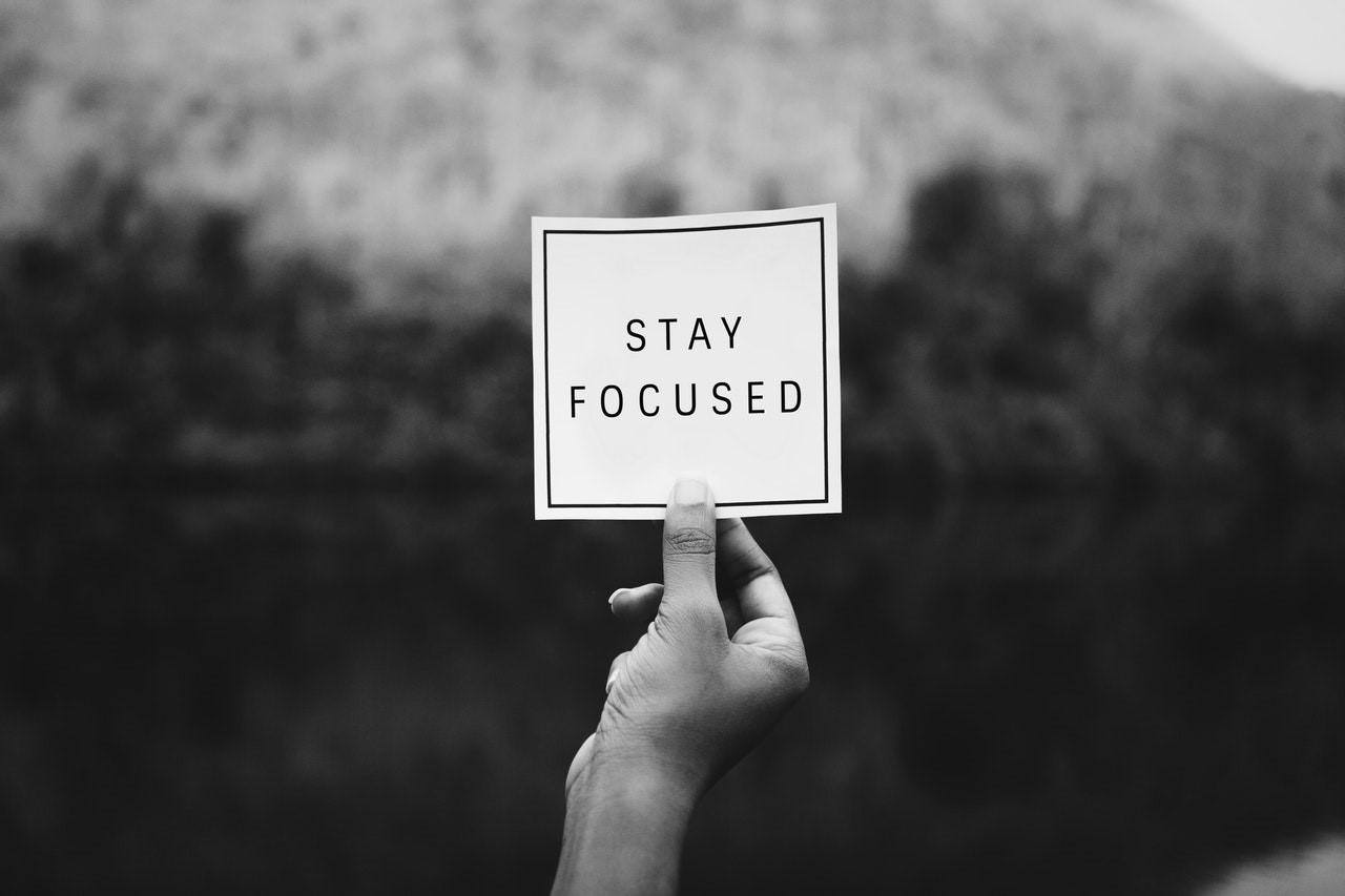 الإيمان بأنَّ أفكارك لا تعكس ما في داخلك