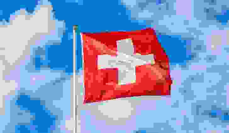 عَلمَ سويسرا مربَّع الشكل