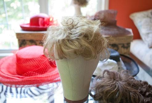كيفيّة التعامل مع تساقط الشعر بكميّة كبيرة