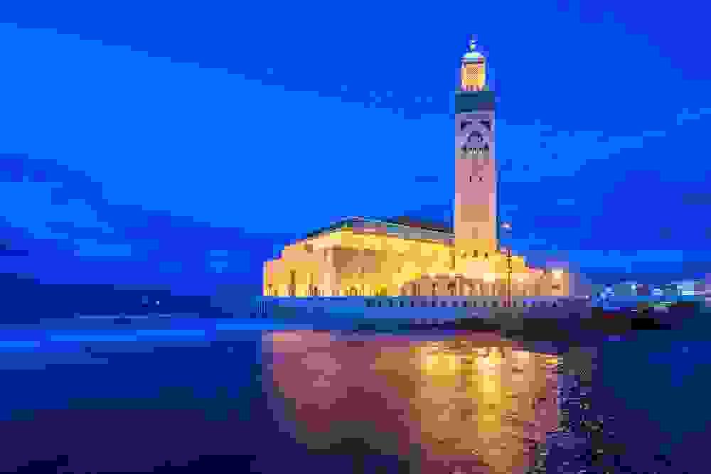 مسجد الحسن الثاني في الدار البيضاء أكبر مدن المغرب
