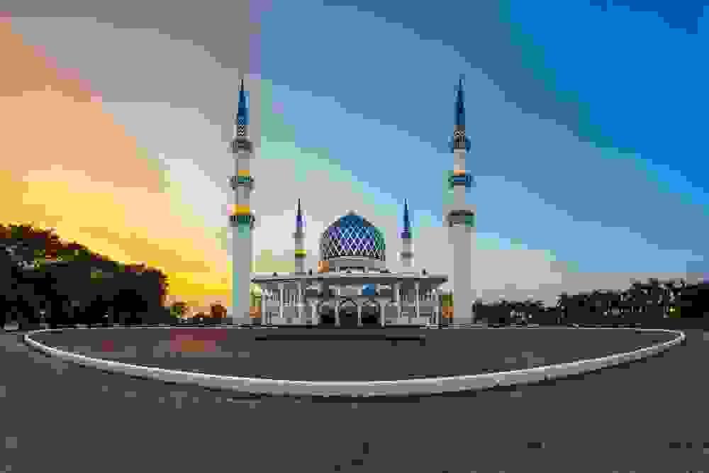المسجد الأزرق أو مسجد السلطان صلاح الدين عبد العزيز في مدينة