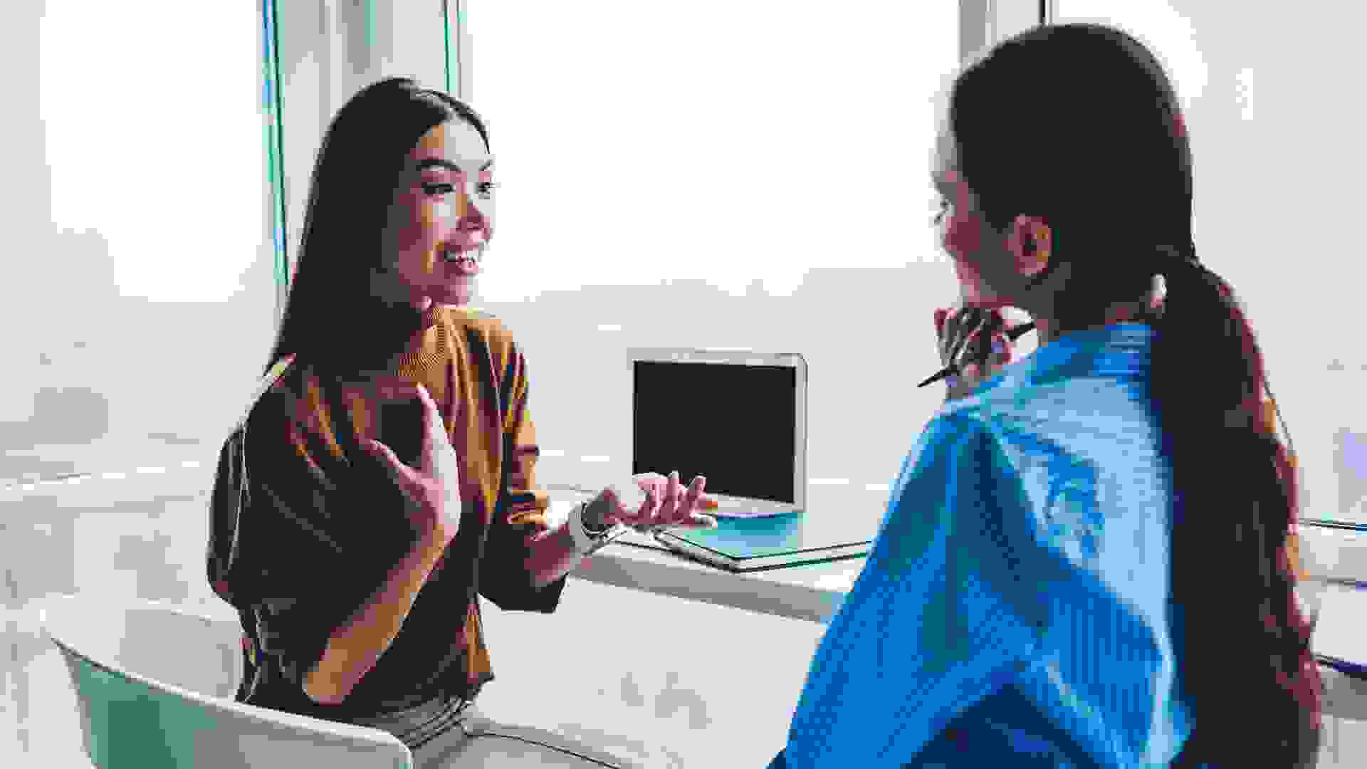 إظهار الاهتمام بالشخص المسؤول عن إجراء المقابلة