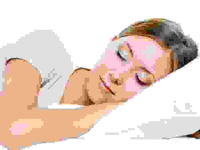النوم لوقتٍ كافٍ وبطريقةٍ صحيحة