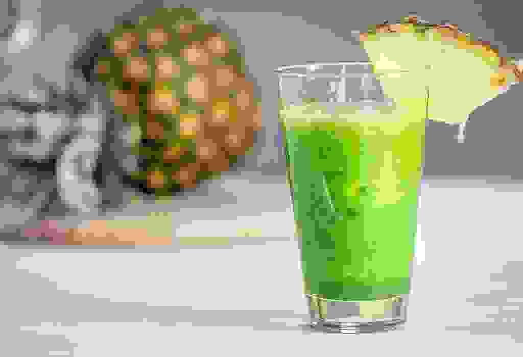 عصير الكرنب والأناناس