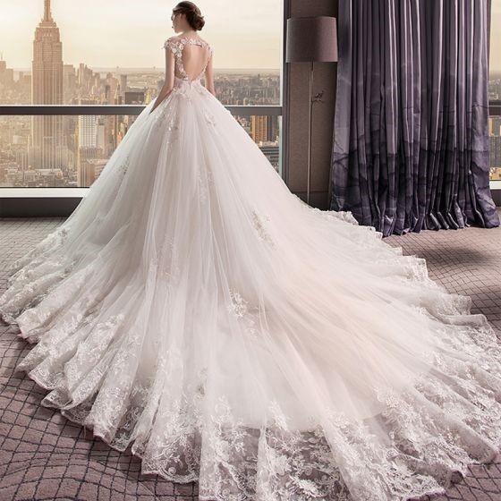 اختيار فستان العرس