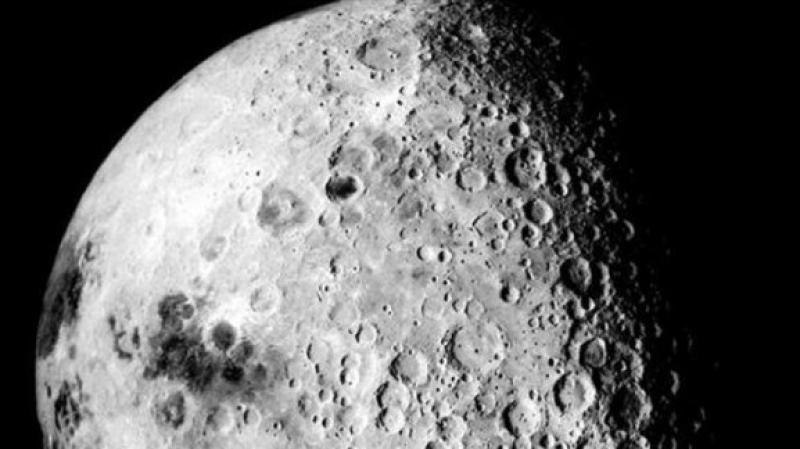 المياه على سطح القمر