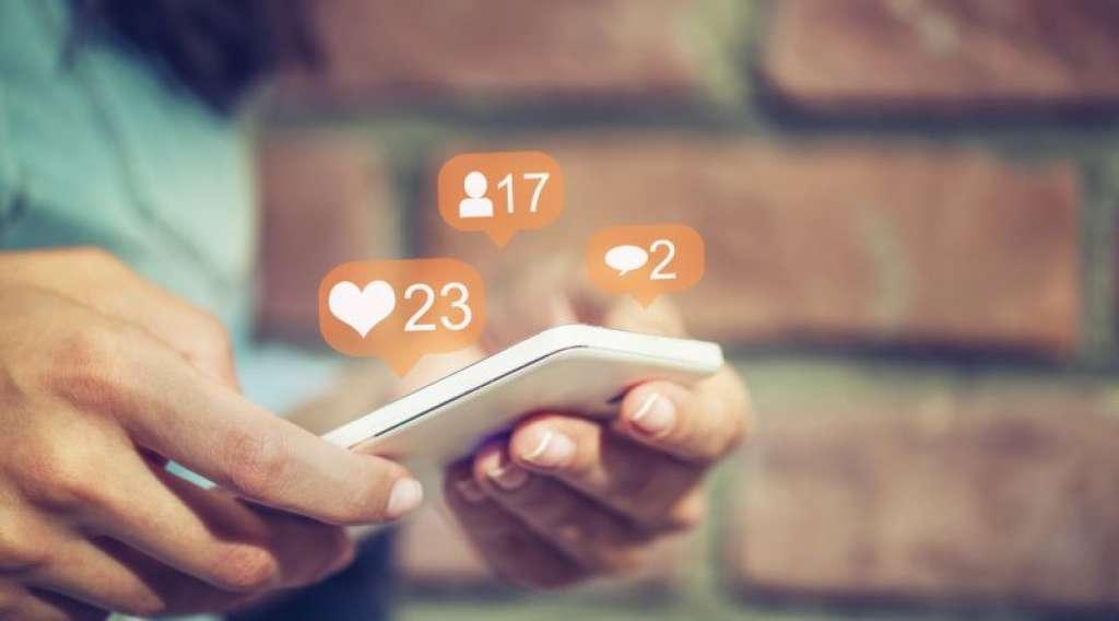 مدير حسابات مواقع التواصل الاجتماعي