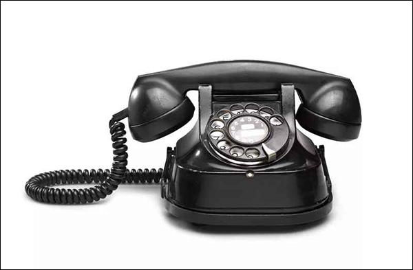 هاتف أو جهاز لإجراء المكالمات الهاتفية عبر شبكة الإنترنت